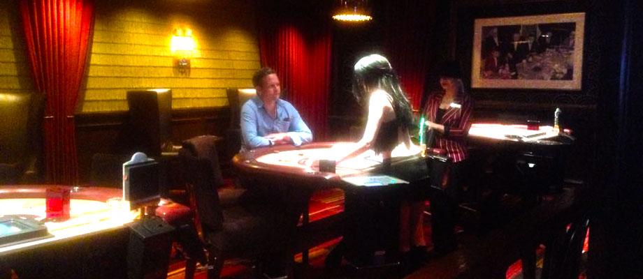 Radek beim Blackjack spielen im Casino in Las Vegas