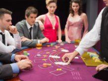 Blackjack Dealer - Kartengeber im Casino (Croupier)