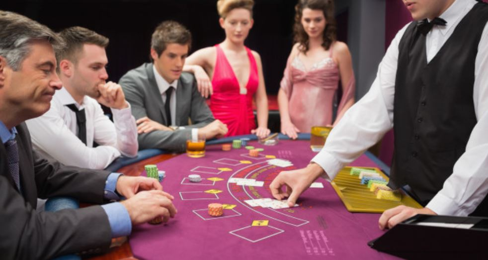 Blackjack Dealer - Kartengeber im Casino (Croupier)